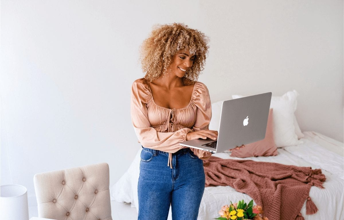 '5 Easy Steps to Transform Your Attitude on Life' featured image, black female smiling a laptop with bedroom in background
