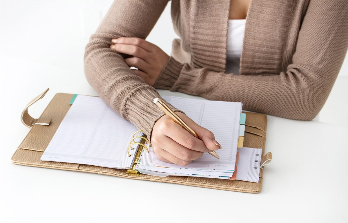 featured image-woman using planner
